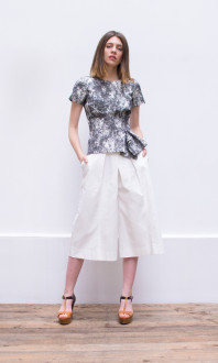 marble print bouse+pleated trousers_front2