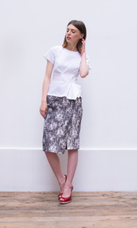 marble print skirt+textured blouse_side
